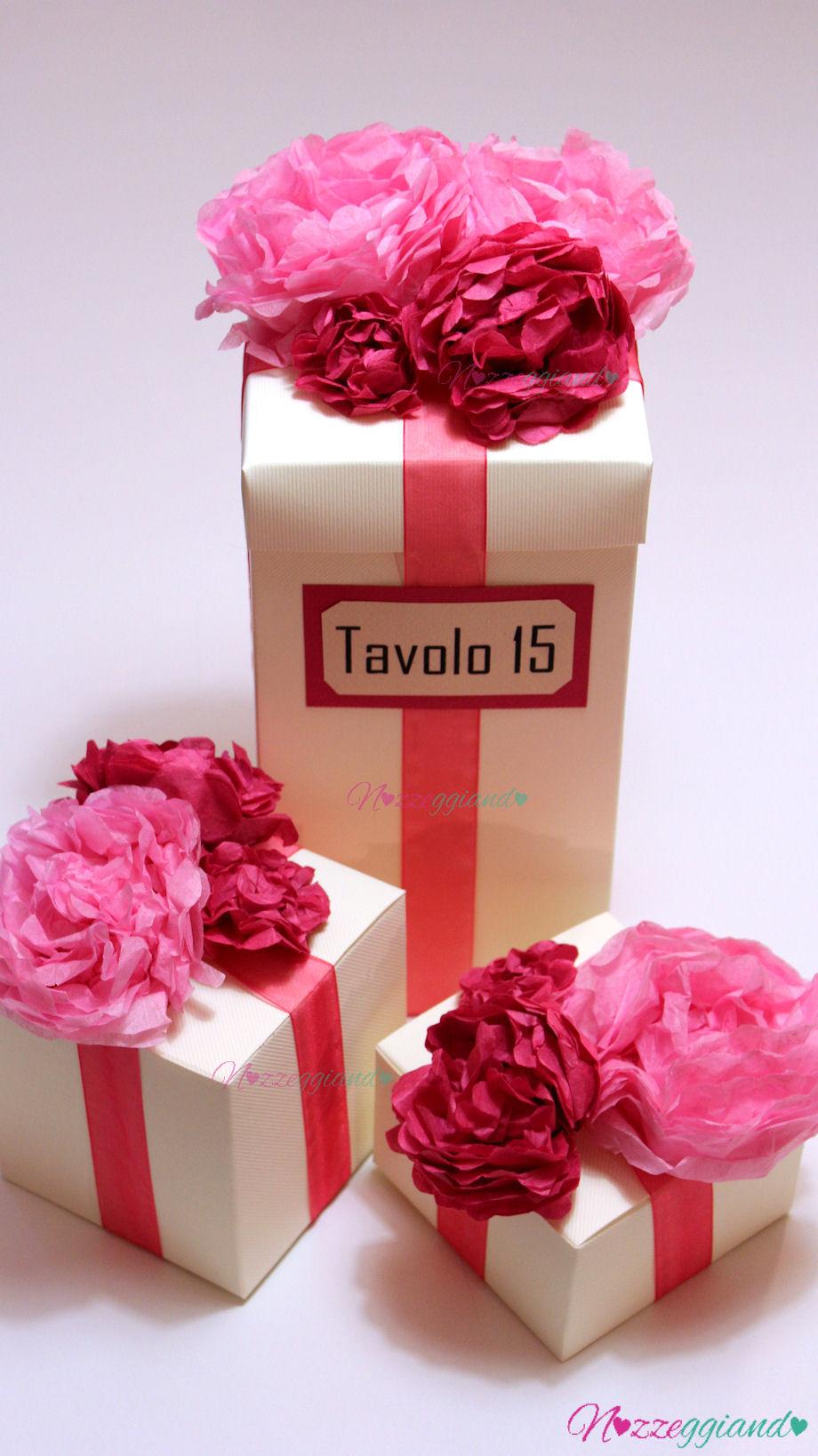 Centrotavola  scatole con fiori di carta