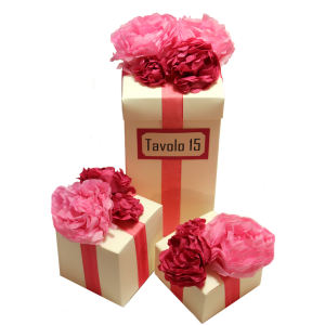 Scatole con fiori di carta fronte
