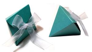Portaconfetti Bomboniera Piramide Petali realizzato in carta perlata color tiffany