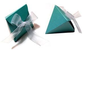 Portaconfetti Piramide Petali realizzato in carta perlata color tiffany e nastro di organza